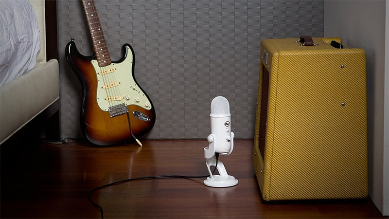 blue yeti microphone by guitar amp